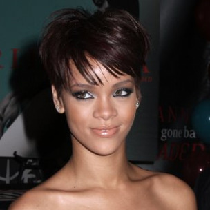 Rihanna Signs Management Deal With Roc Nation
