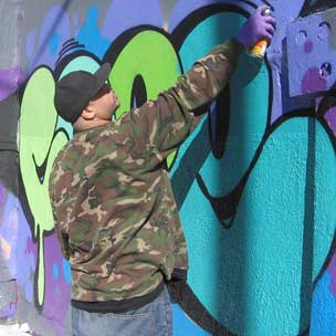 Police Target Graffiti Legend Cope2 For Subway Tagging