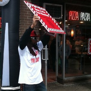 Lil Jon Pushes Pizzas In Greenwich Village For Charity