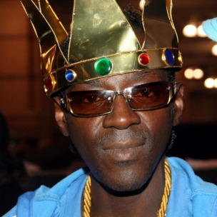 Flavor Flav To Launch Fried Chicken Franchise And Liquor Line, Open In Iowa