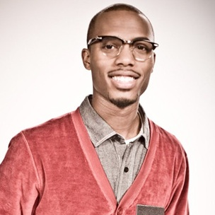 "B.o.B. Performs ""Airplanes"" On A Delta Airlines Flight"