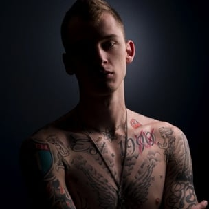 "Machine Gun Kelly Defends His Lyrical Ability As ""Genius,"" Explains Apologizing To Jimmy Iovine"