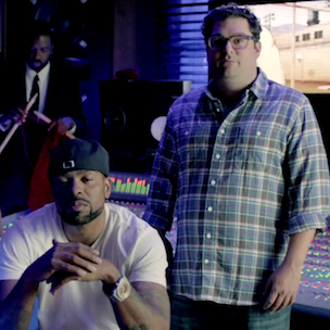 "Bobby Moynihan Details Role As Gay White Rapper In ""Chozen"""