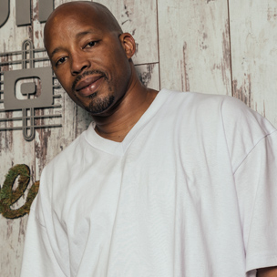 Warren G's Unreleased Tupac Song & 9 Other Stories From His Red Bull Studios Unboxing