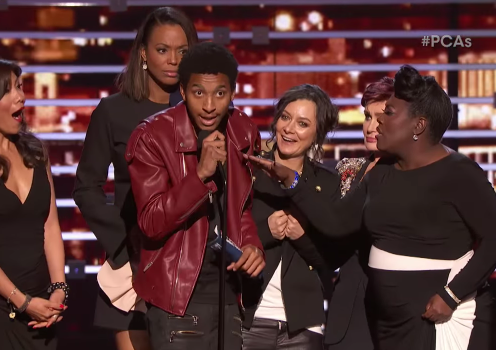 Fan Crashes People's Choice Awards 2016 To Plug Kevin Gates
