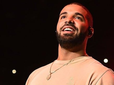 "Drake Does Surprise ""Hotline Bling"" Performance At Bat Mitzvah"