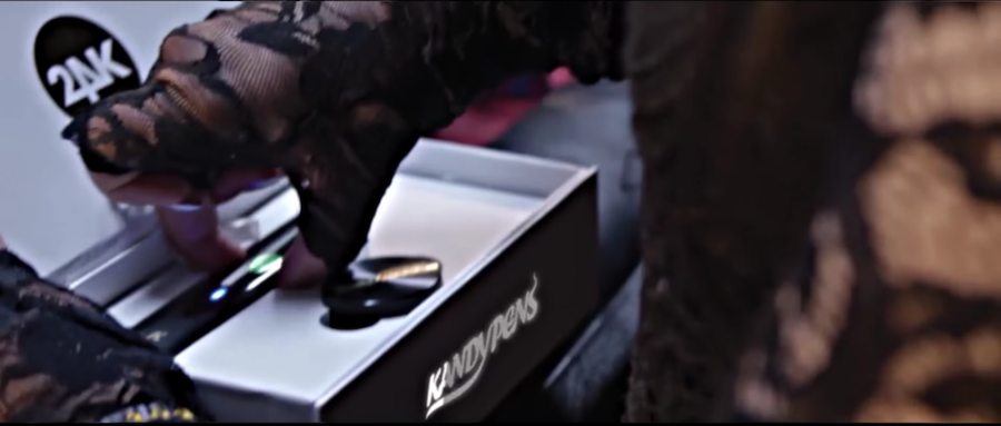 """Young Thug Celebrates Fallen Soldier """"King Troup"""" With Kandypens"""