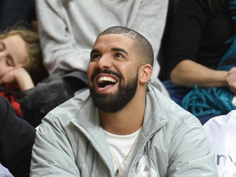 "Drake's ""VIEWS"" Debuts With More Than 1 Million Album Sales"