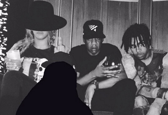 Vic Mensa Blacks Out Chance The Rapper From Photo With Beyonce & Jay Z