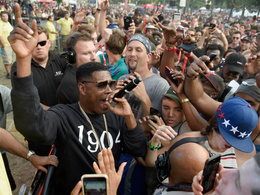 """Jay Electronica Encourages Fans To """"Collapse"""" Stage At Made In America"""