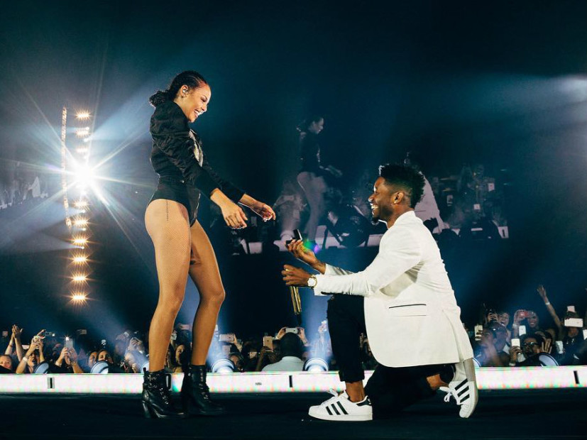 "Beyoncé Halts ""Single Ladies"" Performance For Onstage Marriage Proposal"