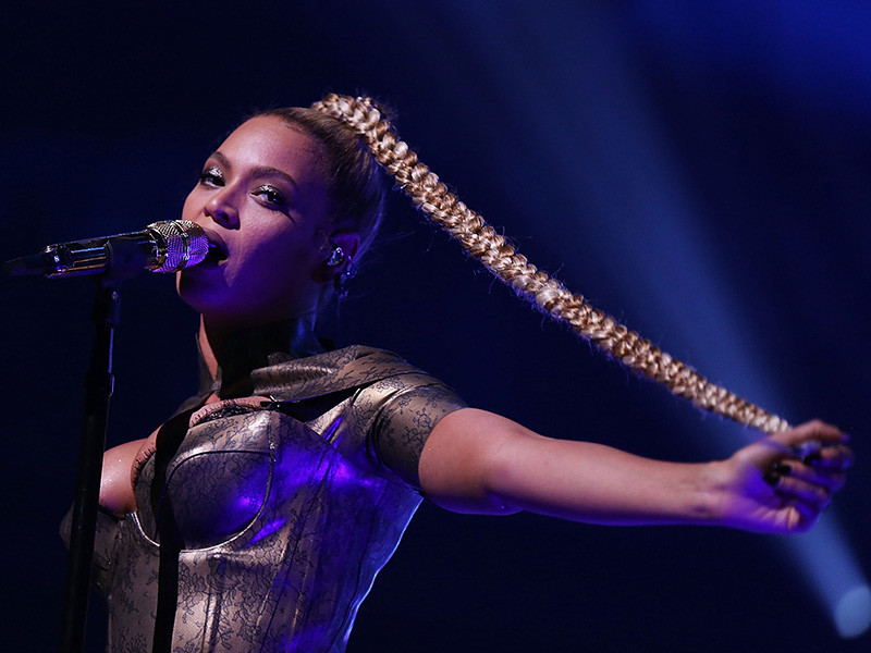 Beyonce Slices Her Ear During Tidal Concert & Continues To Slay The Stage