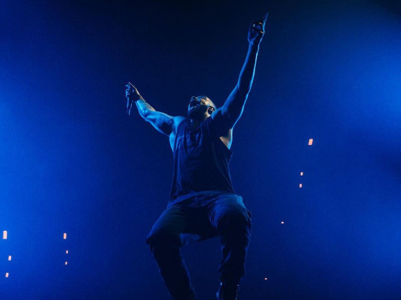 Drake Thanks Jamie Foxx For Teaching Him How To Rock A Stage