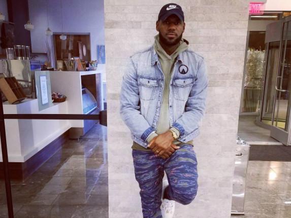 Snapchat Jumpin': Lebron James Gets Leaks From Nipsey Hussle & Kendrick Lamar