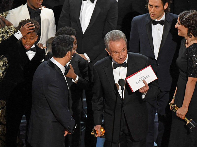 """""""Moonlight"""" Wins Best Picture As Oscars End On The Mother Of All Steve Harvey Moments"""