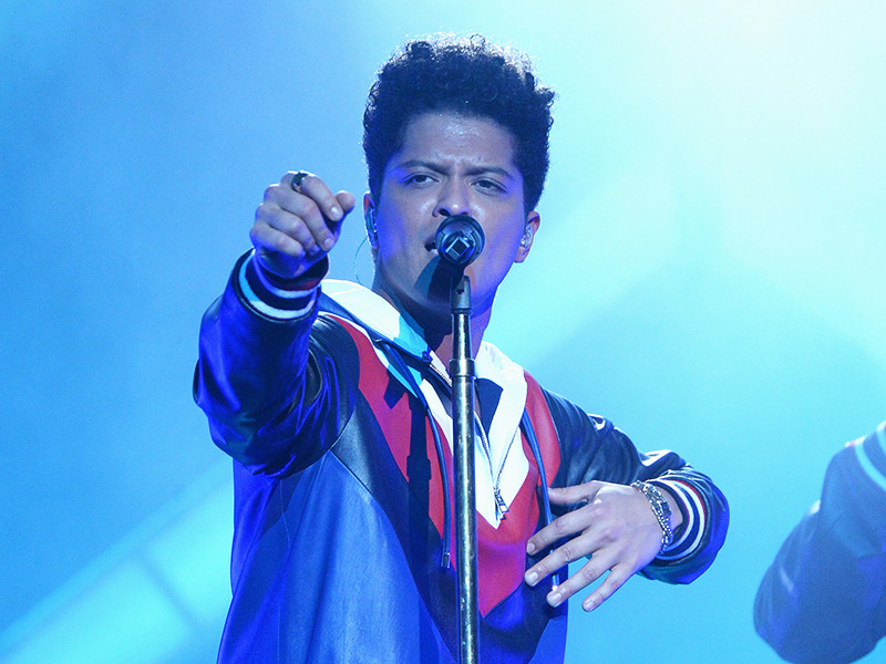 """Hip Hop & R&B Single Sales: Bruno Mars Dominates As Remy Ma's """"SHETHER"""" Debuts"""
