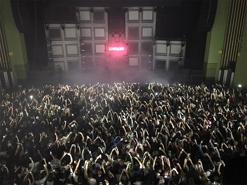 "WATCH: London Crowd Goes Crazy As Giggs Spits His ""KMT"" Verse"