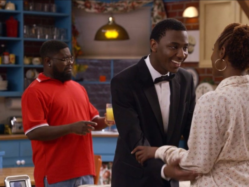 """JAY-Z Recreates """"Friends"""" For """"Moonlight"""" Video With Help From Issa Rae & Lil Rel Howery"""