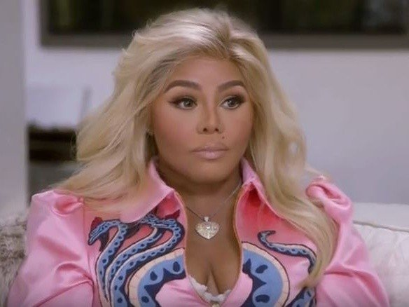 "Lil Kim Supposedly Reconnects With ""Soulmate"" Biggie With Help From Clairvoyant Medium"