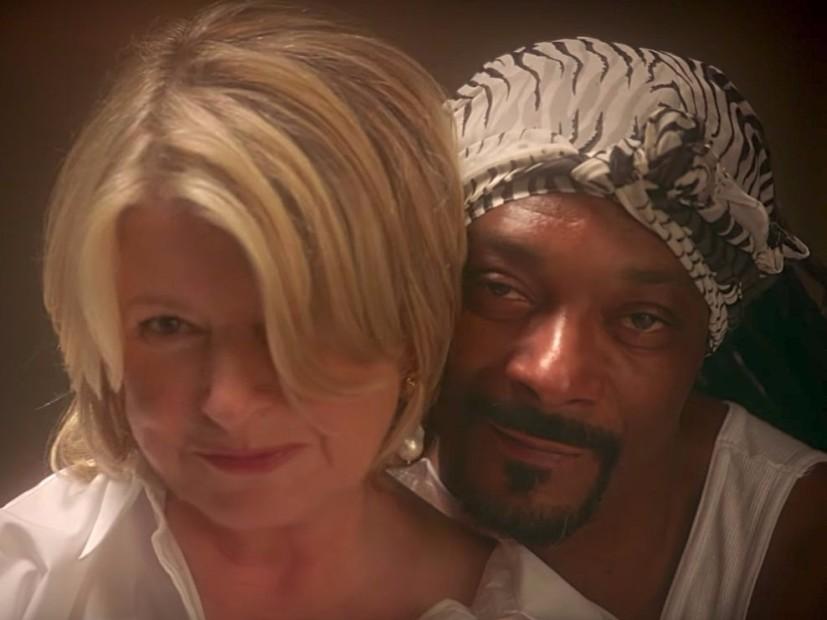 "Snoop Dogg & Martha Stewart Recreate Sensual ""Ghost"" Scene"