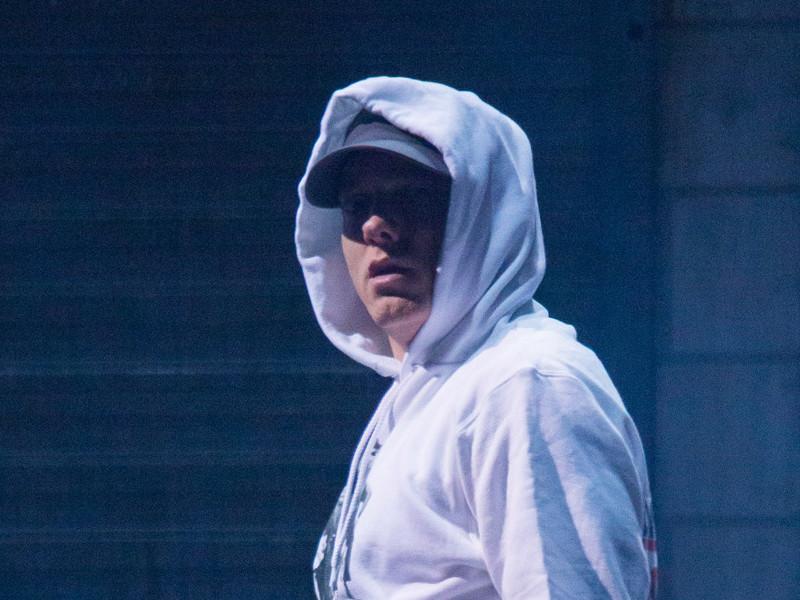 """Twitter Loves & Hates Eminem's """"Revival"""" Leak"""