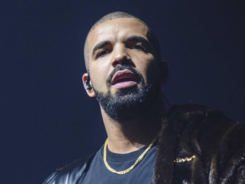 """Drake's """"God's Plan"""" Debuts At #1 On Billboard Hot 100"""