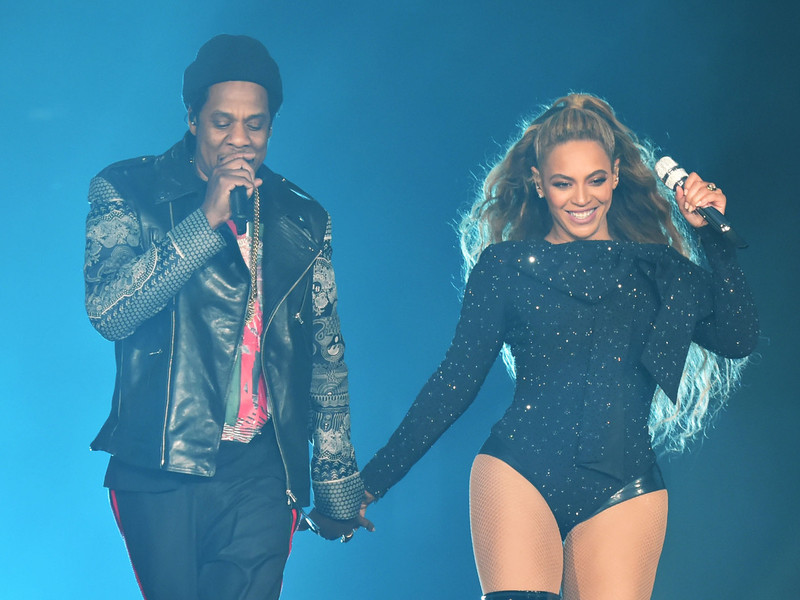Beyoncé & JAY-Z Lounge Naked In Bed In Tour Book Photos