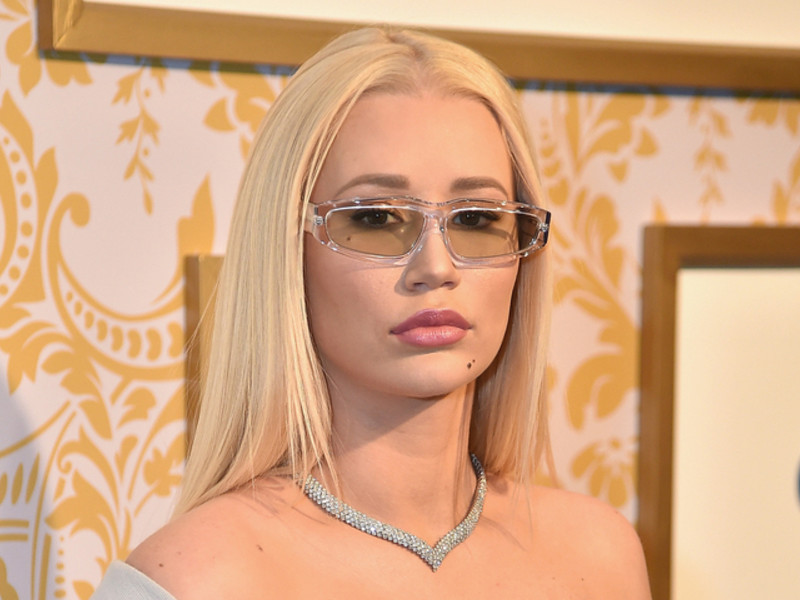 "xHamster Defends Iggy Azalea Following Nude Photos Leak: ""it Is A Violation"""