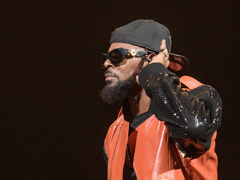 Twitter Drags R. Kelly For Making It Listen To 19 Minutes Of R. Kelly