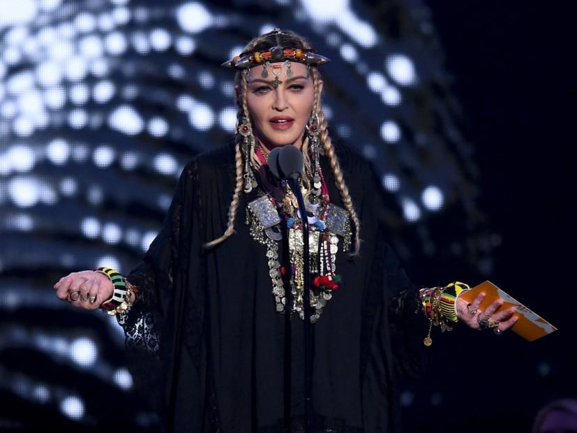 "Twitter Scoffs At Madonna's Aretha Franklin ""Tribute"" During 2018 MTV VMAs"