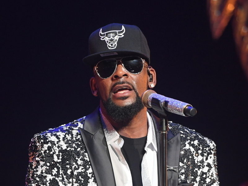 R. Kelly Announces Tour Thousands Of Miles Away From America