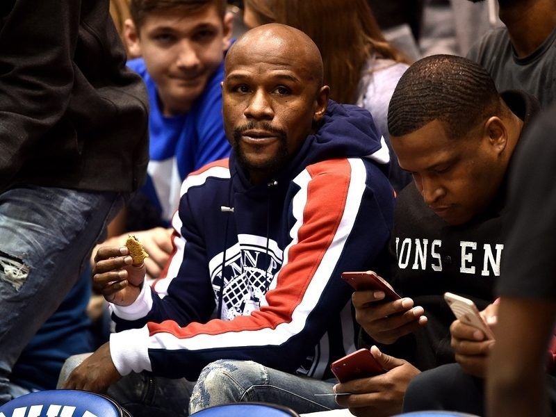 Floyd Mayweather Poses In Full Gucci Drip To Piss Off His Haters