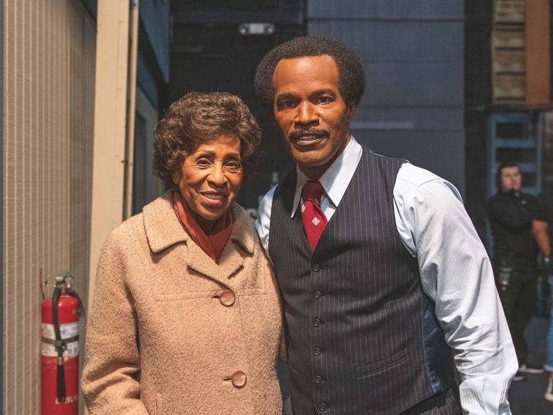 Jamie Foxx Gives Marla Gibbs The Roses While She Can Still Smell Them