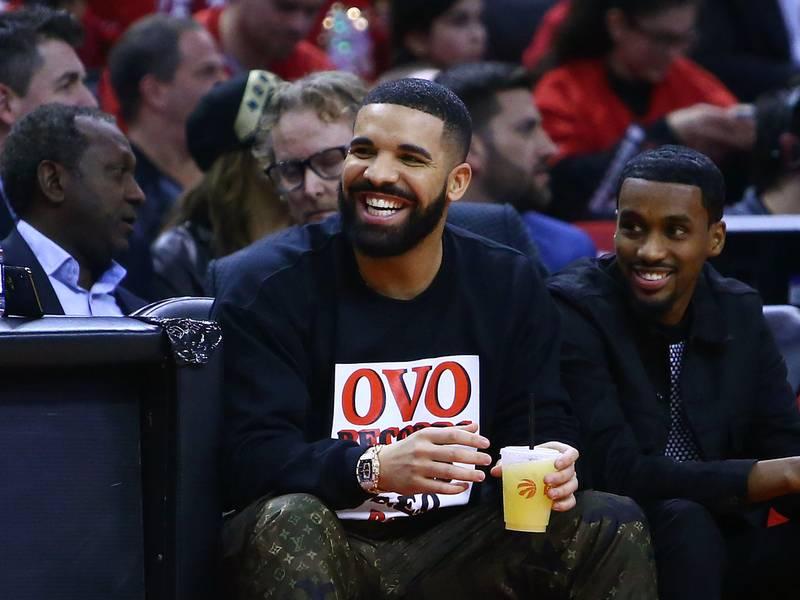 """Drake Declares He's In """"Album Mode"""""""