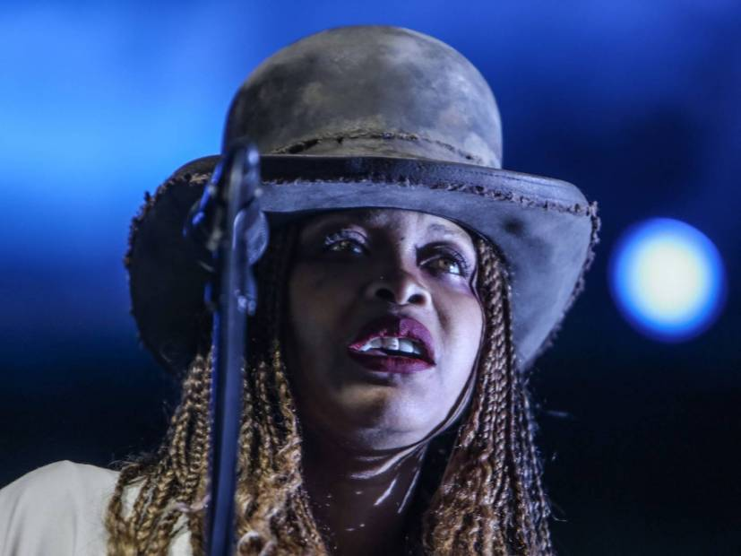 Erykah Badu Reveals that She has Been Fighting Ricky, Smiling at the Mom For Years