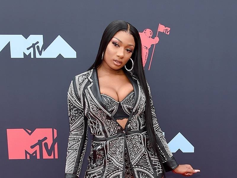Hip Hop Flaunts Her Fashion In 2019 MTV VMA Red Carpet