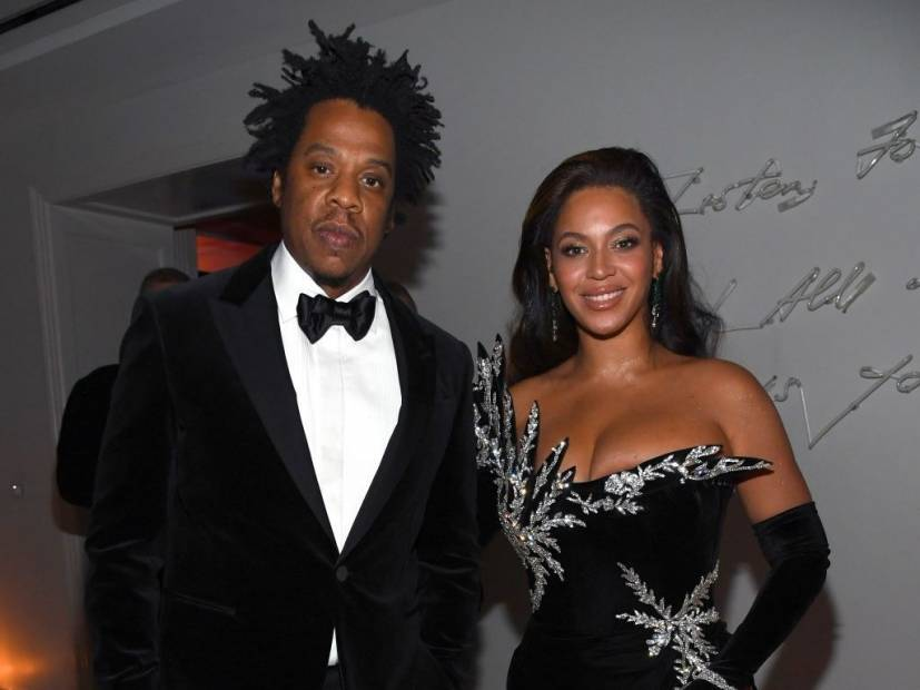 JAY-Z Conducts An Epic Phone Snatch In Front Of Beyoncé, Kelly Rowland & Saweetie