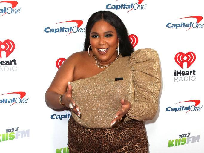 Lizzo Assists Australian Wildfire Victims By Volunteering At Foodbank
