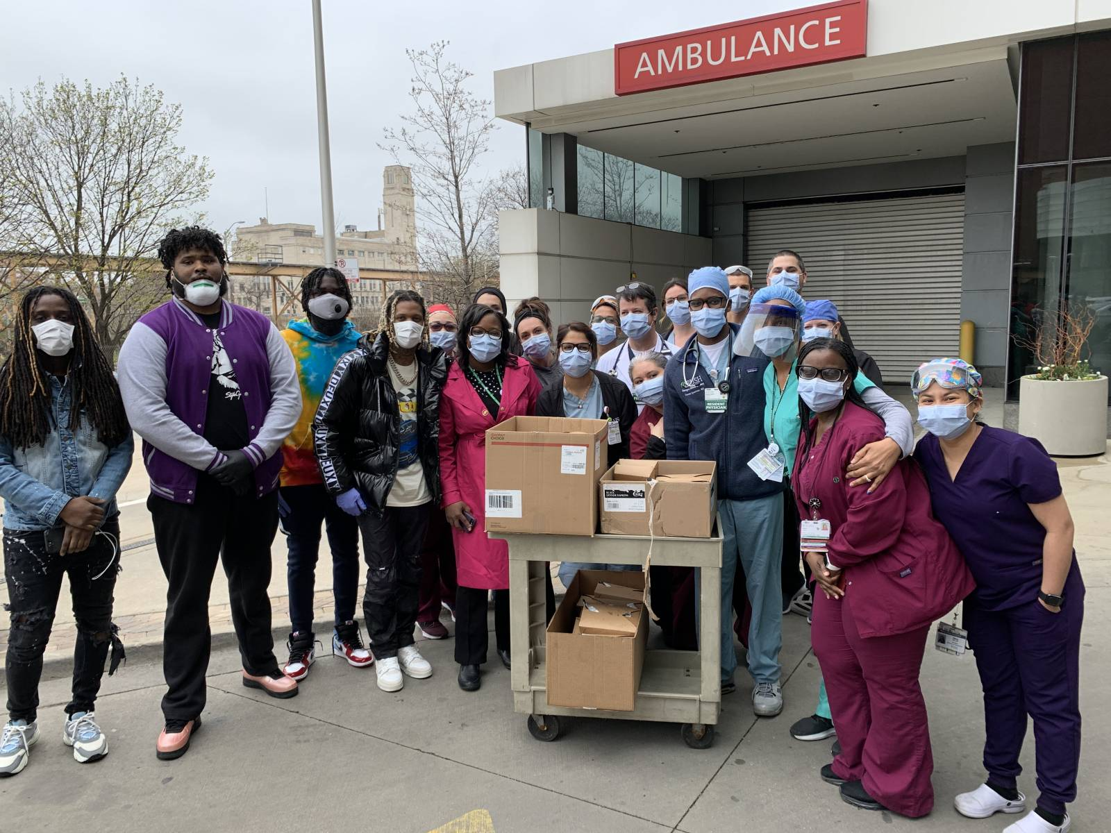 Lil Durk Hands Out Free Meals To Covid 19 Frontline Workers In Chicago Hiphopdx