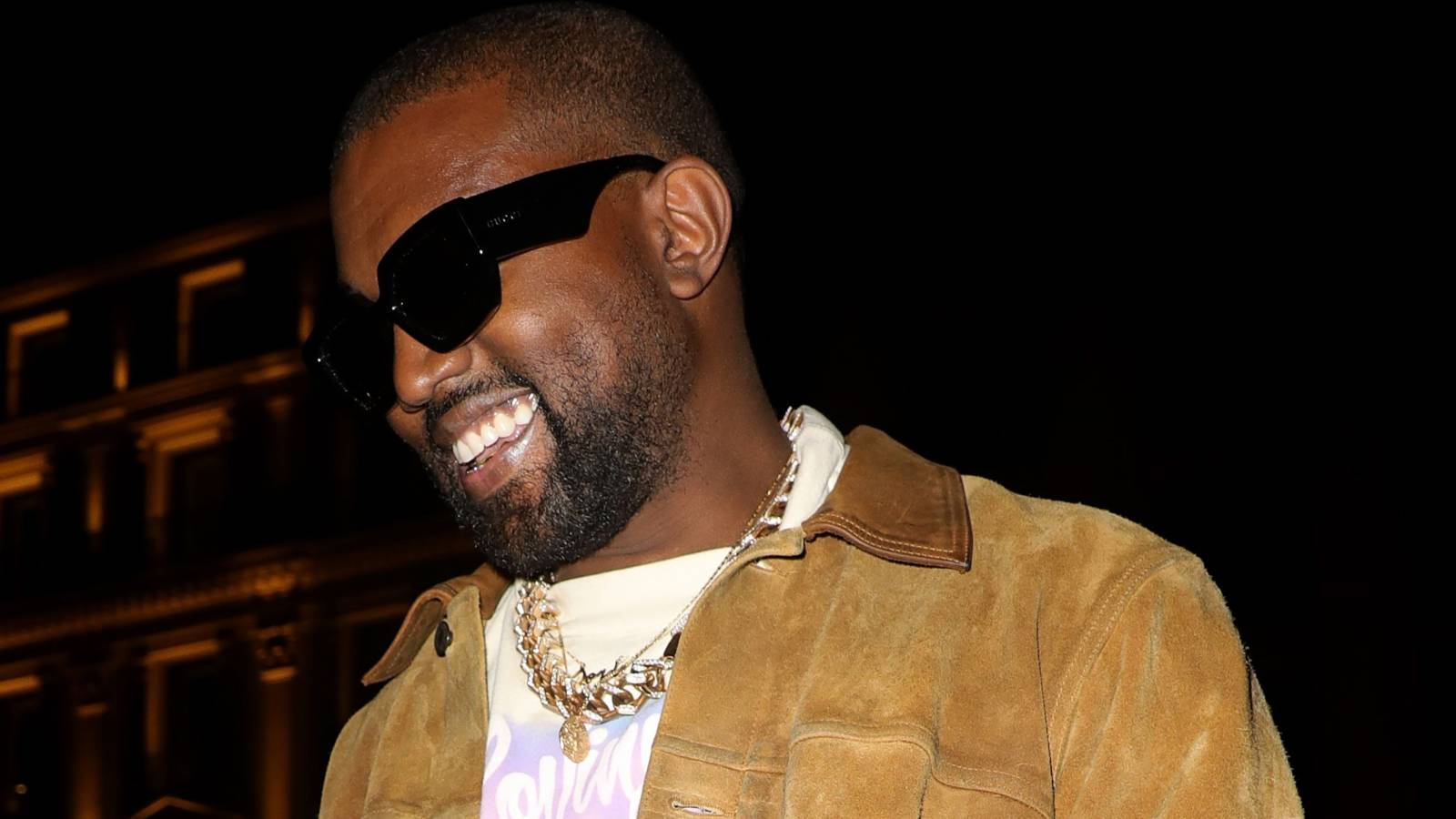 Kanye West Inspires Chicago Residents With Gap Mural