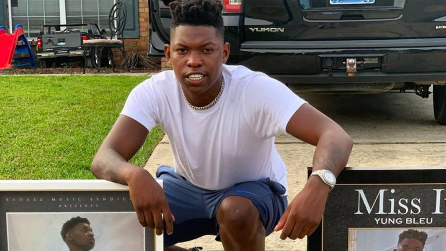 Boosie Badazz & Dreamchasers Rapper Yung Bleu Shows Off Thousands Of Dollars In Feature Money