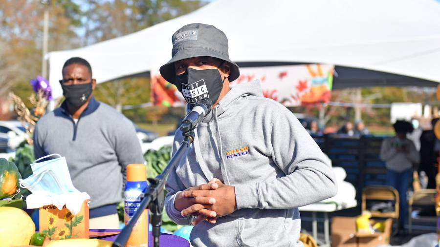 T.I. Provides Over 1,000 Turkeys In Atlanta For Annual Thanksgiving Giveaway