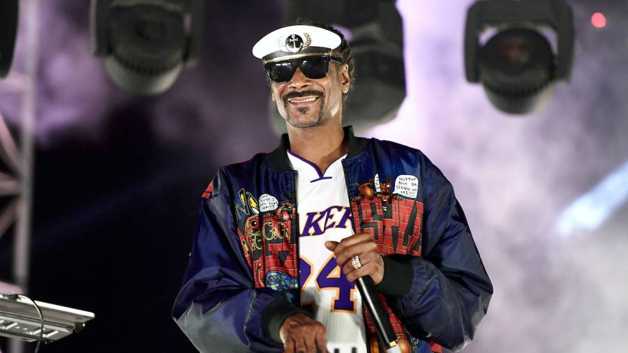 Snoop Dogg & TIDAL Teaming Up With Facebook's Oculus For Virtual DJ Event