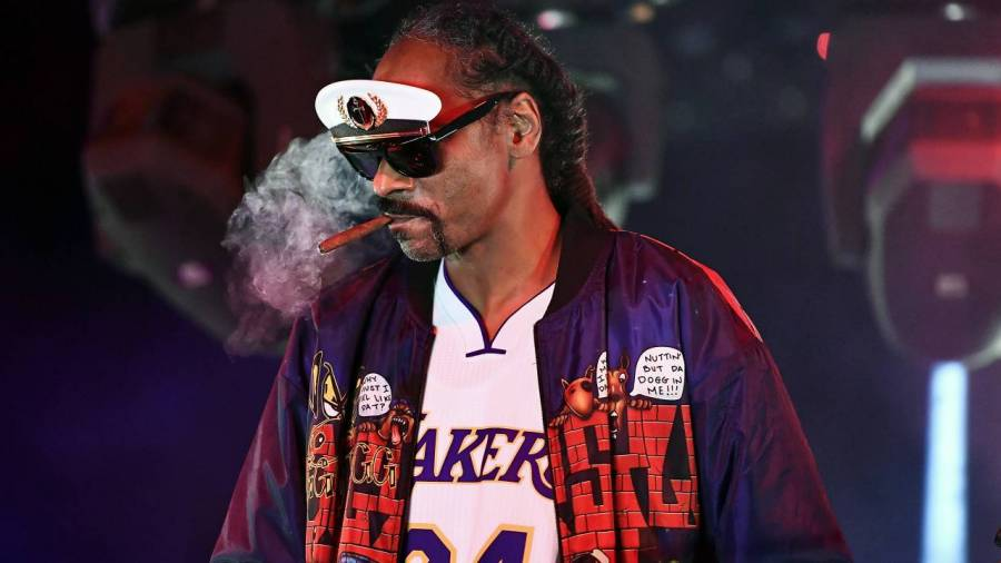 Snoop Dogg Needs A Jamie Foxx-Level Actor To Portray Him In A Biopic