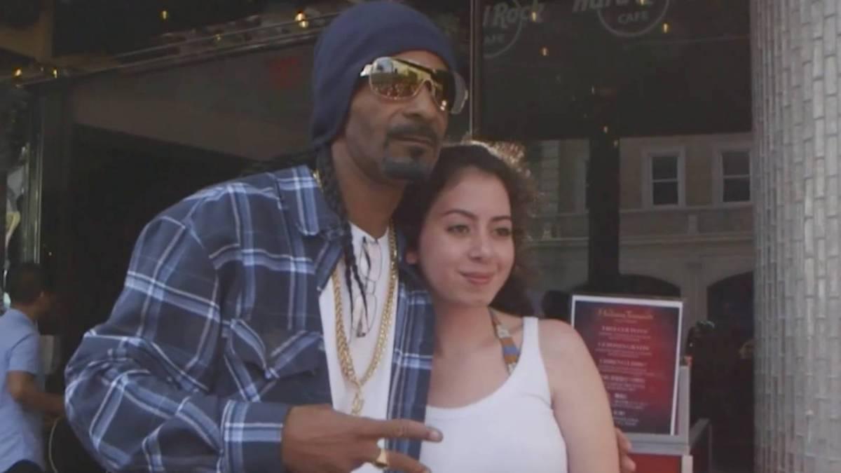 Snoop Dogg Lookalike Gets L.A. Fan & His Mom Roasted On Twitter