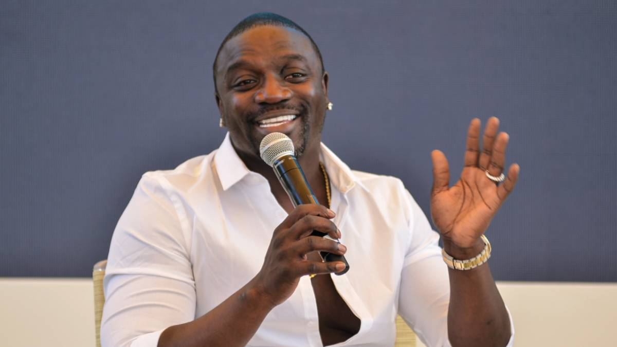 Akon Claims The Rich & Famous Have 'More Issues' Than Poor People After Michael K. Williams' Death