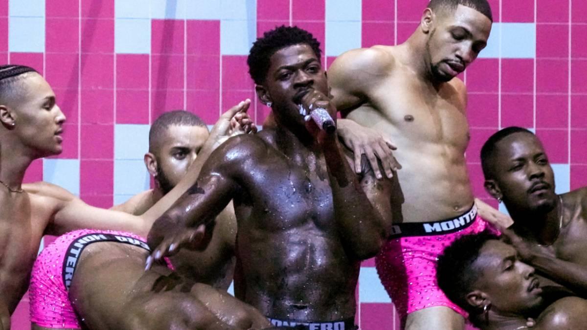 Lil Nas X Praised For HIV Advocacy During 2021 MTV VMAs Performance