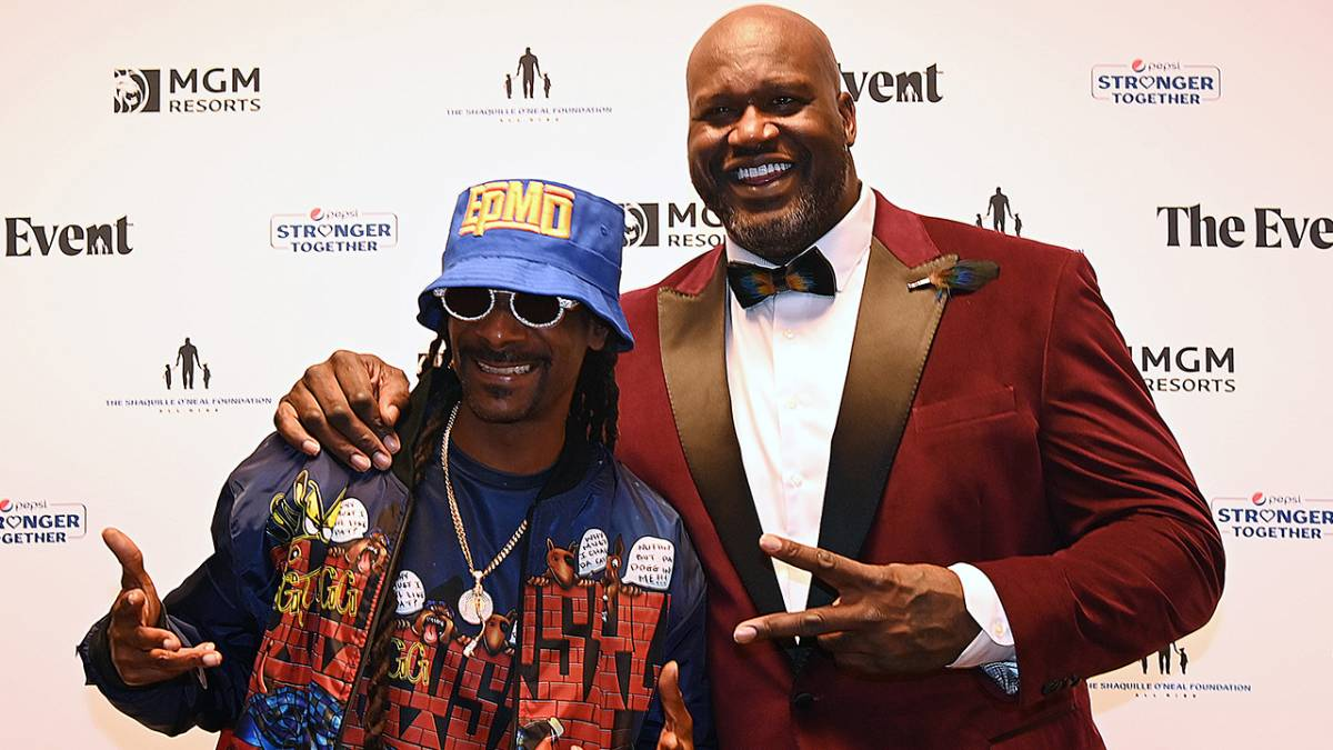 Snoop Dogg & Shaquille O'Neal Perform 'Nuthin' But A G Thang'